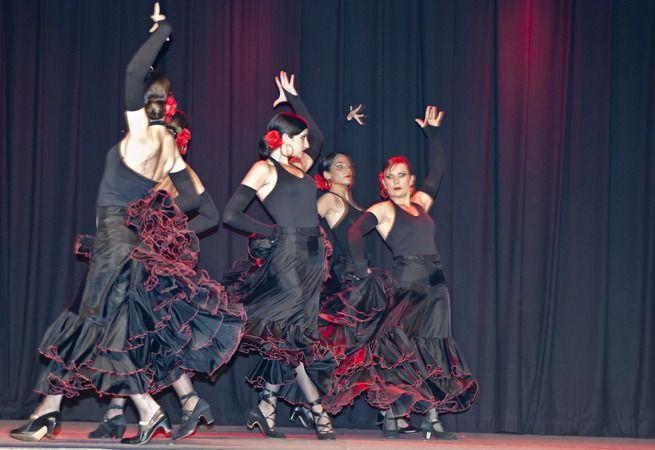 ©  - Association Viens Danser IDRON cours de Sevillane et de  Danse Orientale Tribale